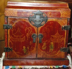 chinoisorie jewelry box, oriental collectors case at char lies antiques in williamsburg