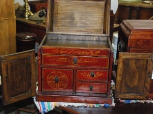 chinoisoirie jewelry box,oriental collectors case at char lies antiques in williamsburg va